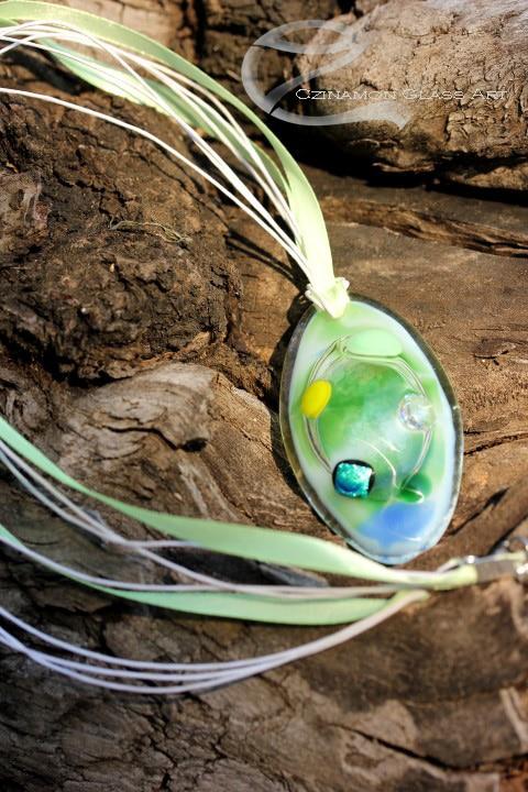 Egyedi ovális zöld üveg medál