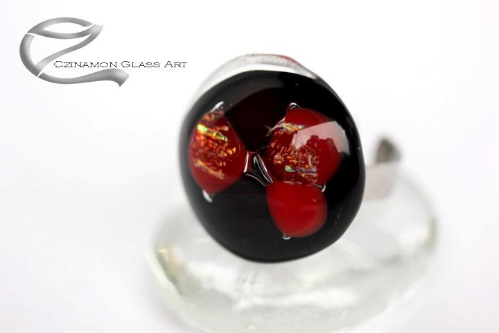 Bordó, fekete kerek üveg gyűrű