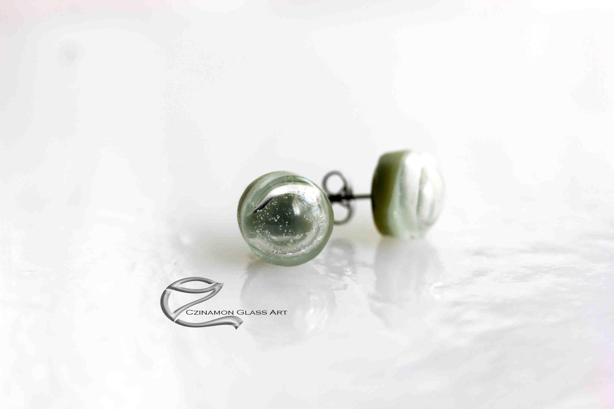 Halványzöld üveg fülbevaló