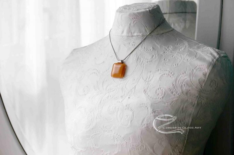 terrakotta-sarga-uveg-medal-1b