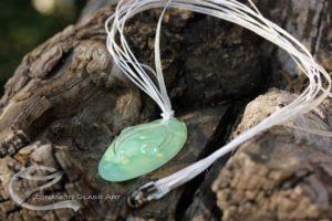 Halvány zöld üveg medál, ovális zöld
