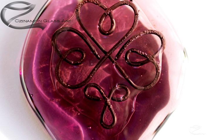 Lila üveg medál