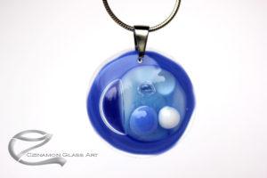 Kék kerek üvegékszer