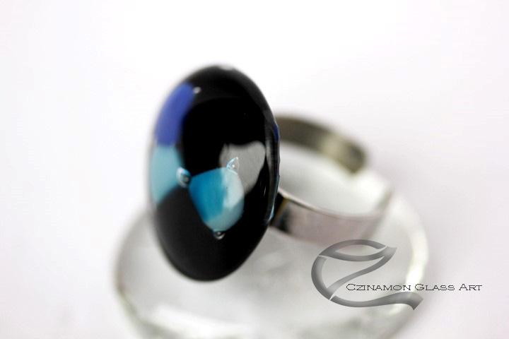Kék, fekete kerek üveg gyűrű