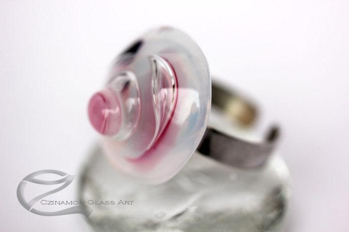 Rózsaszín üveg gyűrű
