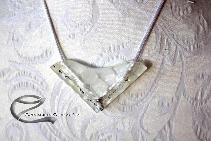 Fehér üveg medál