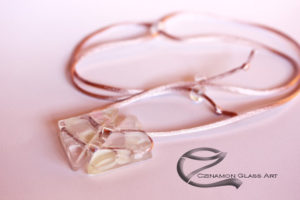 Üveg medál, rózsaszín