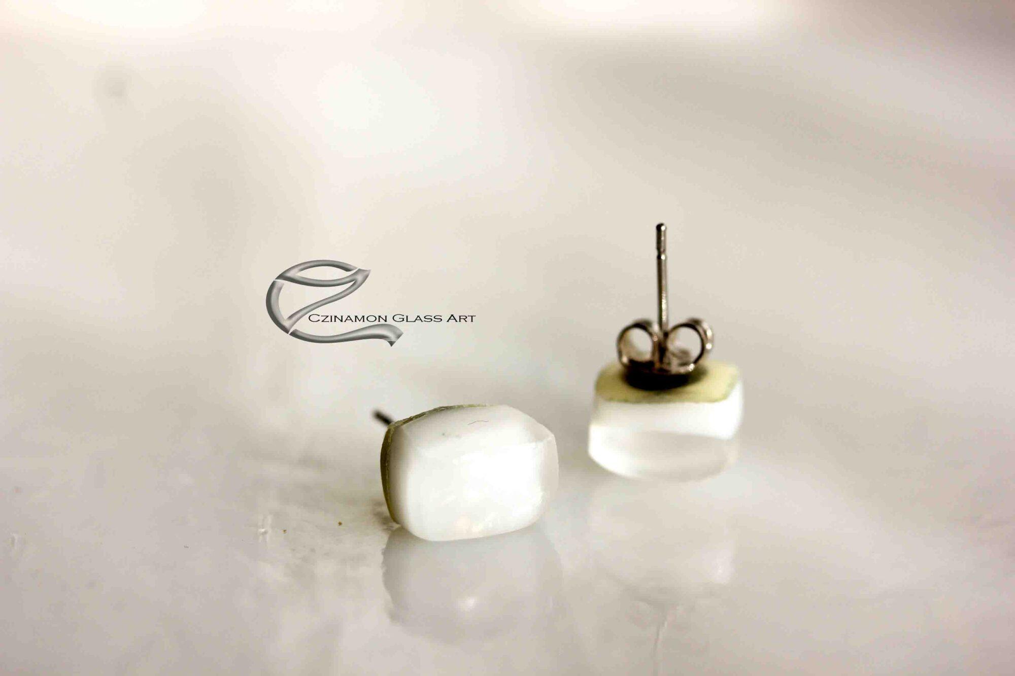 Hófehér üveg fülbevaló