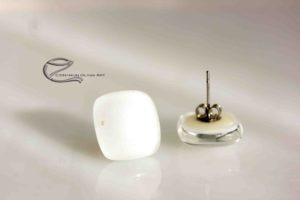 Hófehér szögletes üveg fülbevaló