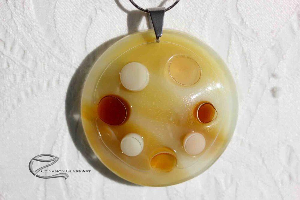 Világos drapp üveg medál