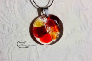 Pirosas üveg medál