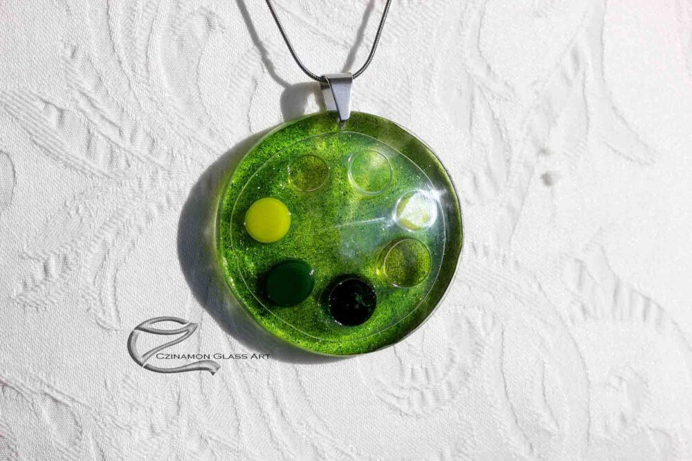 Mohazöld üveg medál