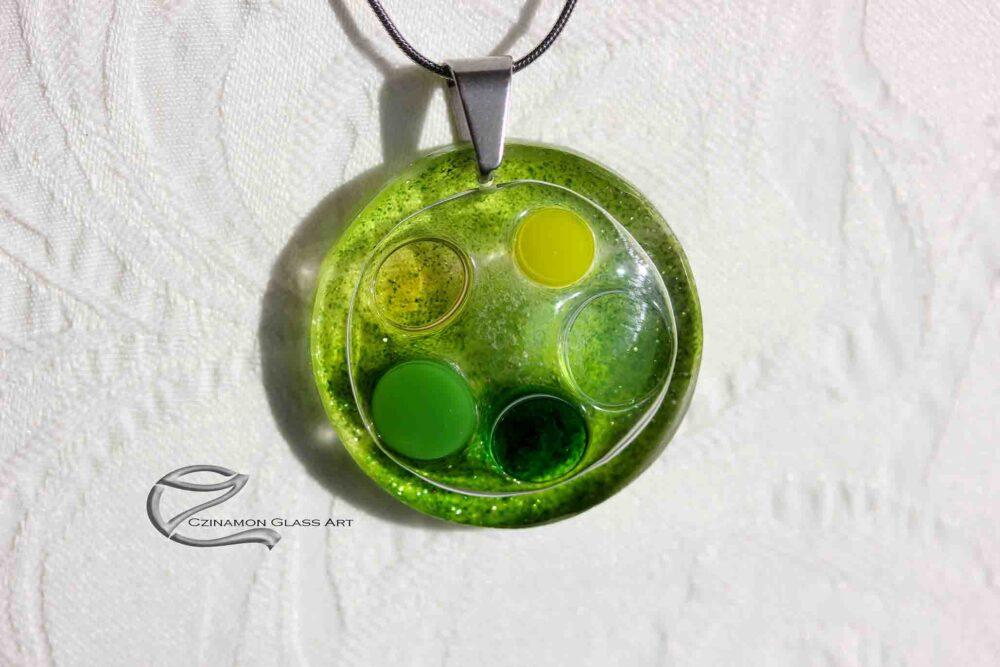 Moha zöldes üveg medál