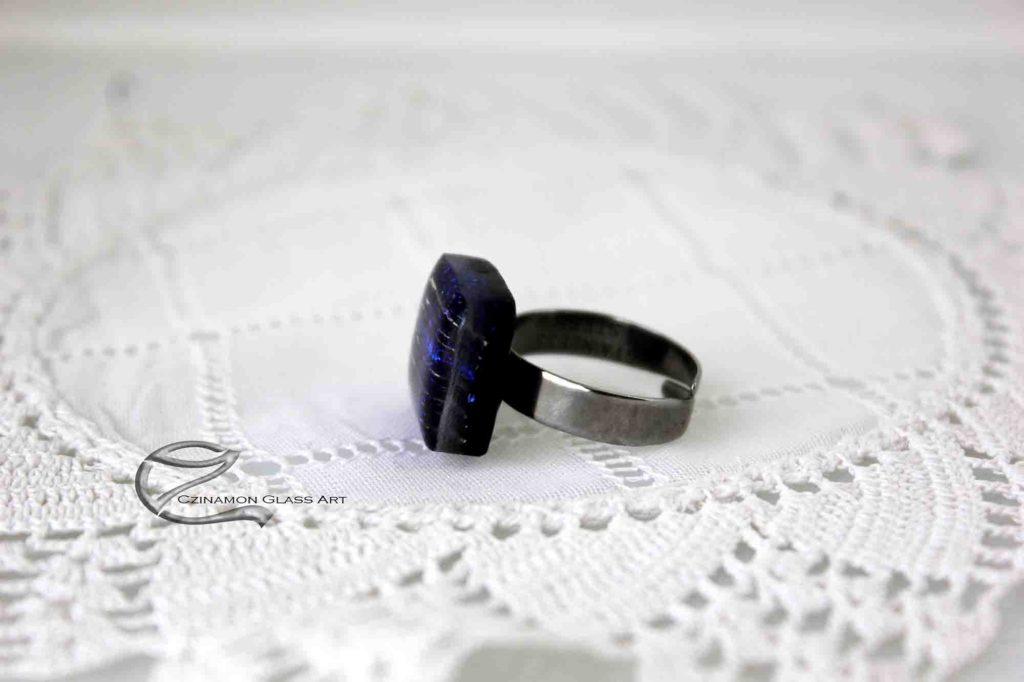 Zafírkék dichroic üvegygűrű