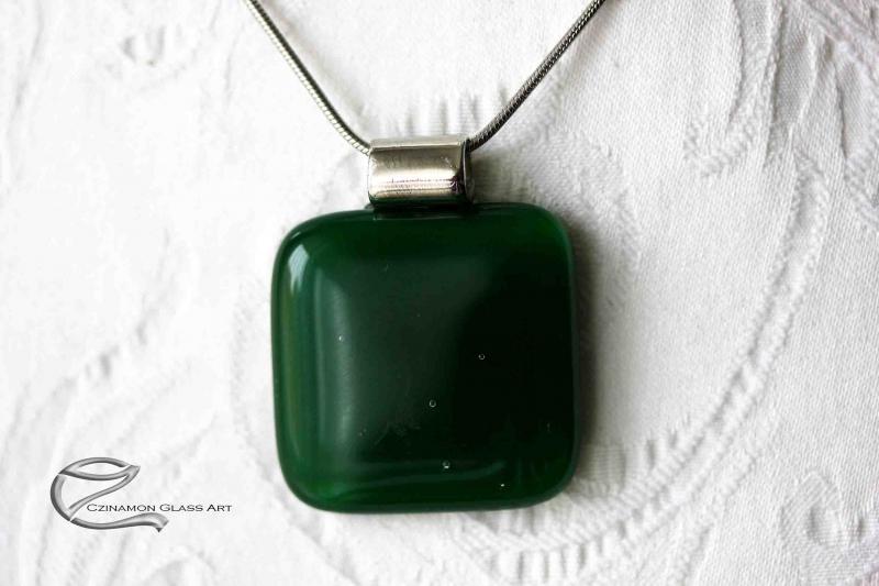Haragoszöld üveg medál
