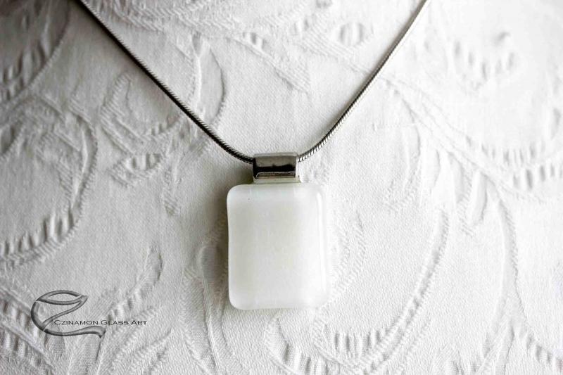 Hófehér üveg medál