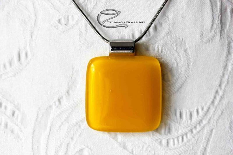 Indiai sárga üveg medál